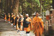 Chư Tăng Nhật Bản phản đối quy định khó hiểu về pháp phục